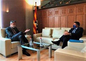 Reunión entre el 'conseller' de Interior, Miquel Sàmper, y el alcalde de Badalona, Xavier Garcia Albiol.