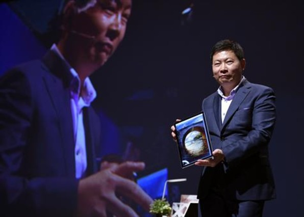 Richard Yu, de la compañia china Huawei, en la presentación del Matebook en el Mobile World Congress.