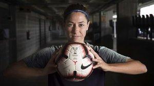 Vicky Losada, la capitana del Barça,posa para EL PERIÓDICO en el Miniestadi.