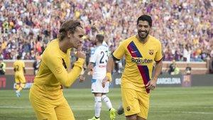 Griezmann y Suárez festejan uno de los goles azulgranas.