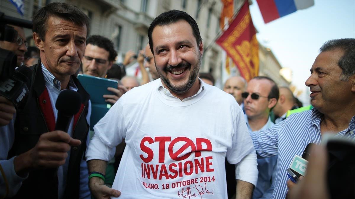 Matteo Salvini, con una camisera en contra de la inmigración.