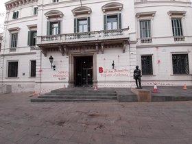 Sede del distrito de Sarrià-Sant Gervasi, este miércoles, con las pintadas.