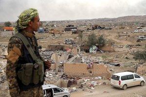 Las fuerzas sirias peinan los sitios dejados por el Estados Islámico.EFEE