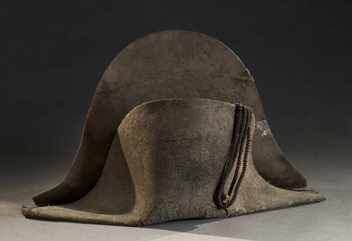 El sombrero del emperador francés Napoleón Bonaparte, recuperado del campo de batalla de Waterloo.