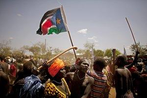 Miembros de la sociedad protestan en Sudán.