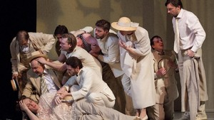 Los actores rusos en una escena de 'Nit de reis', de Shakespeare, en versión del director Declan Donnellan.