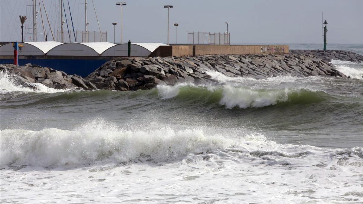 Temporal de viento y olas en Sant Andreu de Llavaneres.