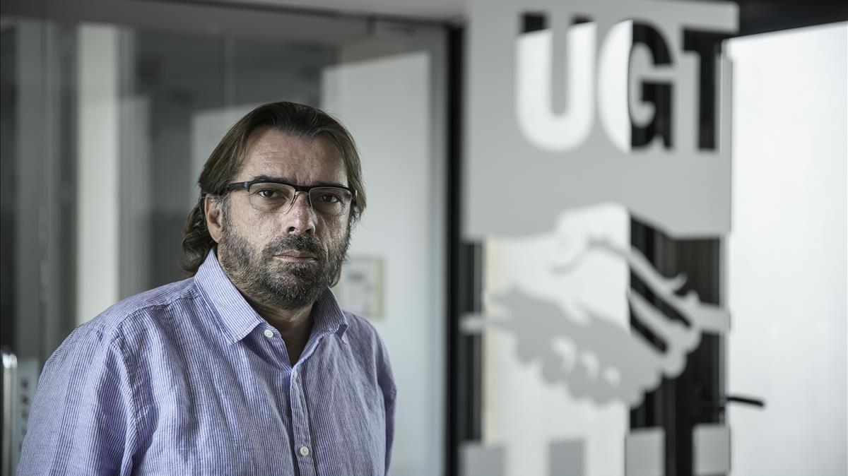 Camil Ros,secretario general de la UGT de Catalunya en la sede central del sindicato