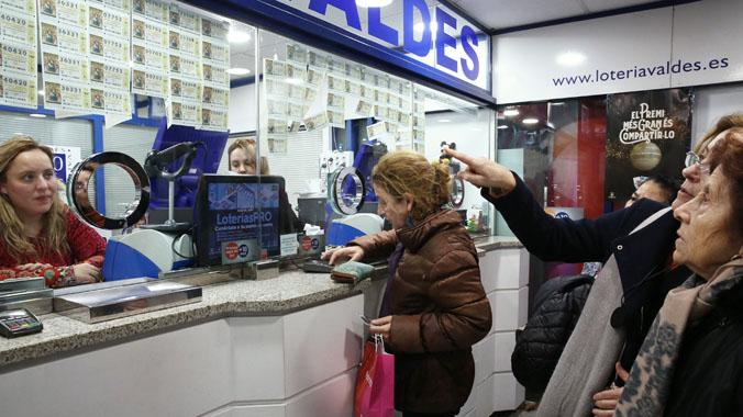 Apuran las últimas horas para comprar la Lotería de Navidad.