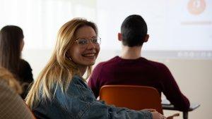 Una estudiante de ESIC Barcelona, en clase.