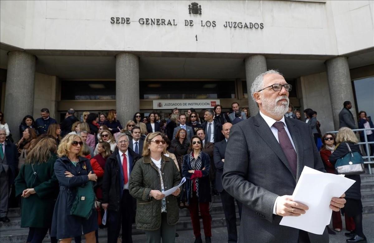 Antonio Viejo, enuna reciente concentración de protesta ante la sede de los juzgados.
