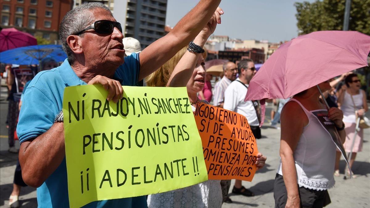 Un pensionista en una de las concentraciones celebradas a principios de agosto en Vizcaya.
