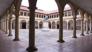 Claustro de la Universidad de Oviedo, en Asturias.
