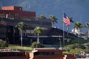 La bandera de los EEUU se ve en las afueras de la Embajada en Caracas REUTERS Carlos Garcia Rawlins