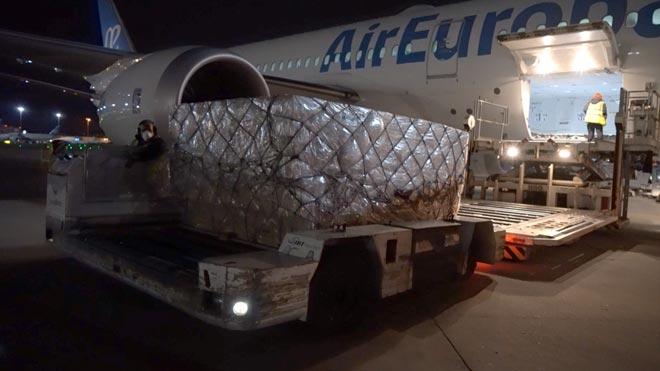 Arriben a Espanya 1,2 milions de mascaretes per frenar el coronavirus