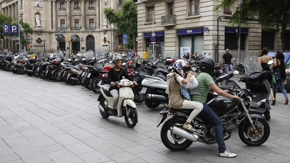 El RACC proposa que les motos puguin anar pel voral als accessos a Barcelona