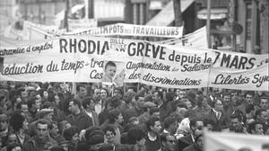 Obreros de Rhodia se manifiestan contra los despidos, en 1967.
