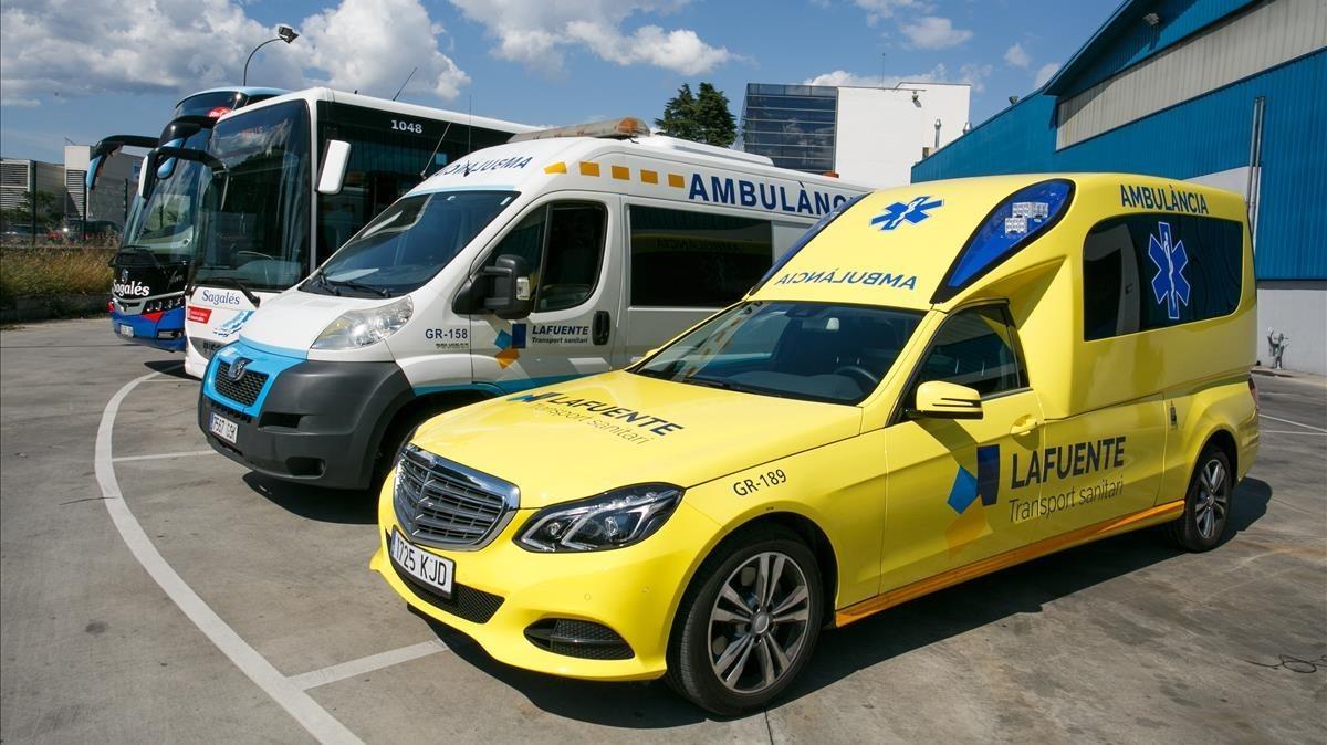 La ambulancias de Sagalés, en las cocheras de Mollet del Vallès.
