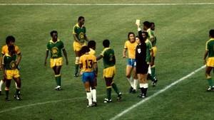 El Brasil-Zaire del Mundial 74, con tarjeta amarilla a Mwepu Ilunga.