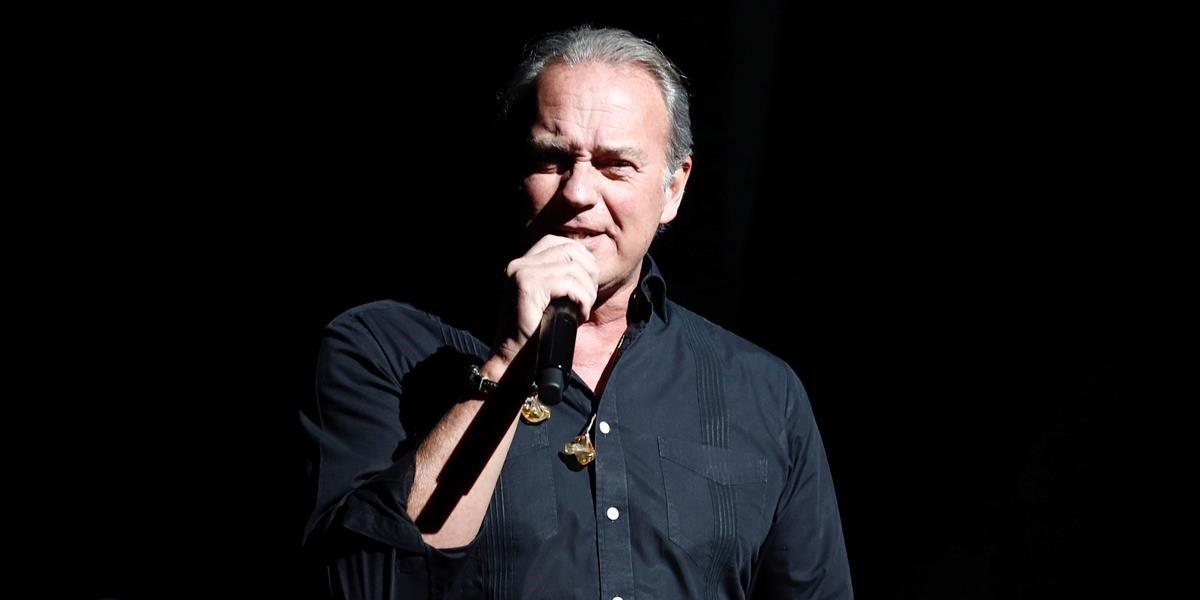 Bertín Osborne, en el concierto de presentación de su disco Yo debería haberme enamorado de tu madre.