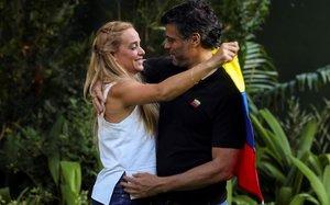 La dona i la filla de Leopoldo López arriben a Espanya