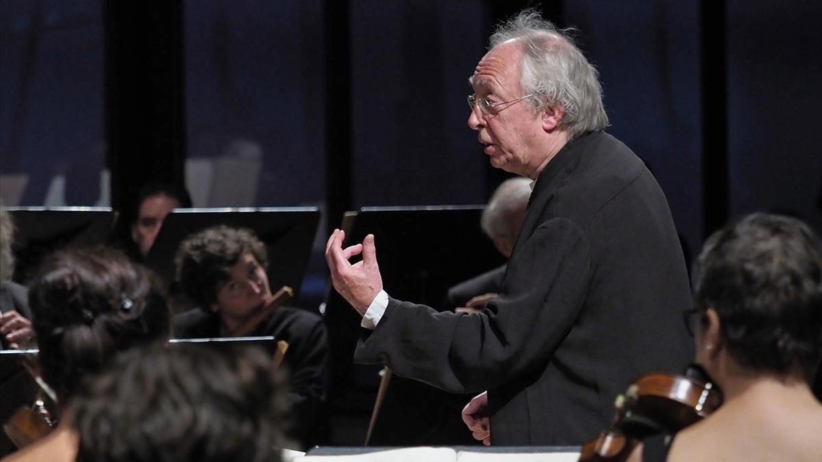 Philippe Herreweghe dirige al College Vocale Gent con la 'Misa en Si menor' de Bach, en el Palau de la Música Catalana.