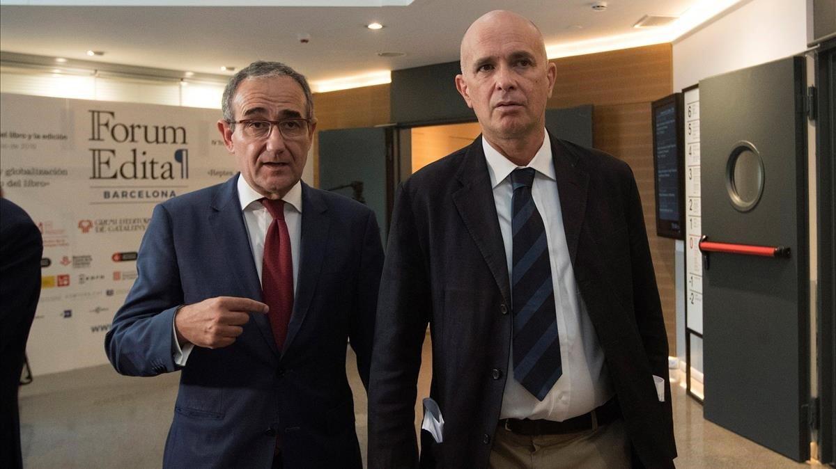 El presidente del Gremi d'Editors, Patrici Tixis, y Carlo Feltrinelli (derecha), este miércoles en la inauguración del Forum Edita.