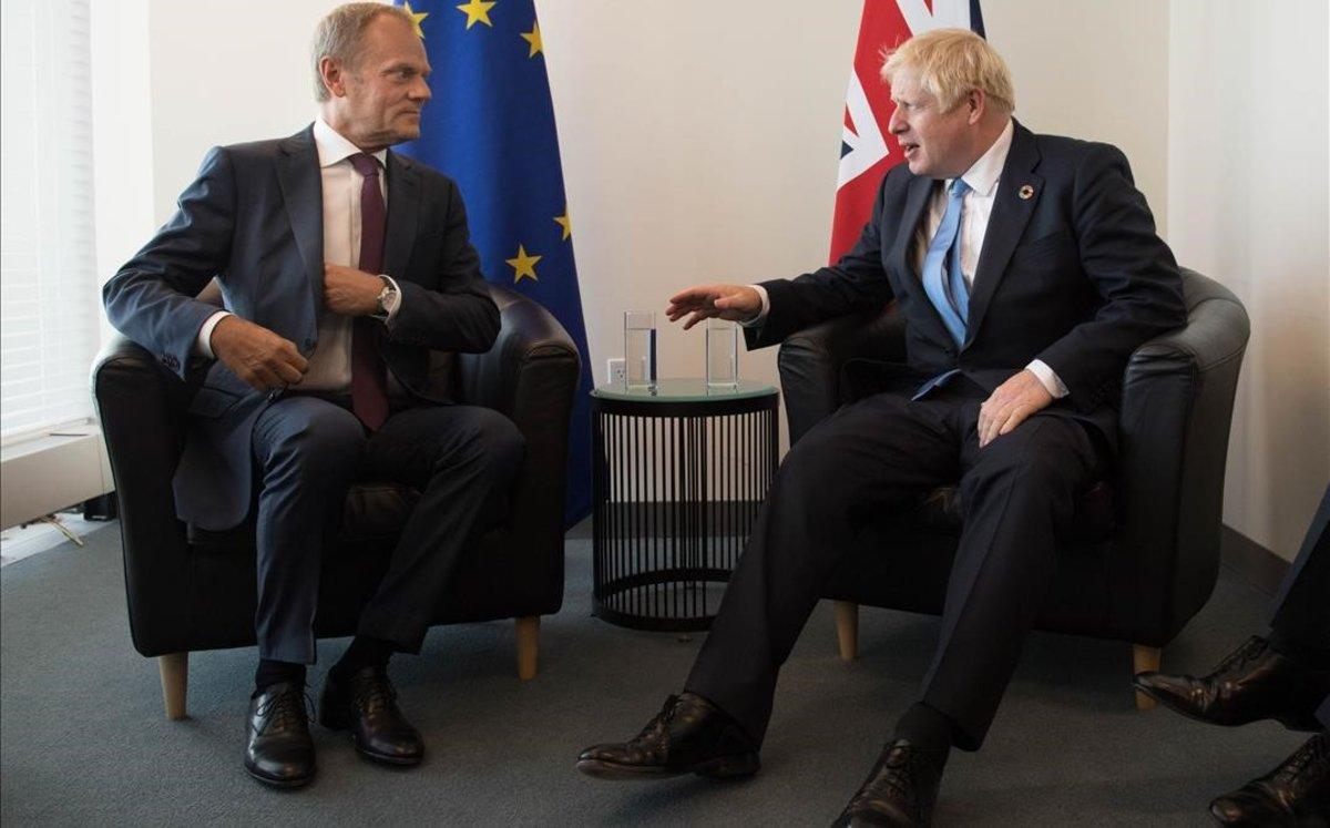 Tusk insta Johnson a deixar l'«estúpid joc de culpar-se» sobre el 'brexit'