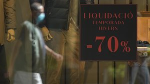 Descuentos y promociones en tiendas de ropa el día de la apertura de comercios sin cita previa.