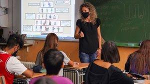 Una profesora del IES Joan Mercader de Igualada, iniciando el curso esta mañana.