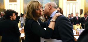 Madrid, octubre del 2012. El ministre Wert saluda la consellera Rigau.