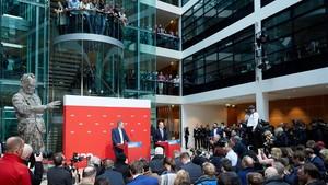 Militantes del SPD escuchan el resultado del referéndum en la Casa Willy Brandt, sede del partido, en Berlín.