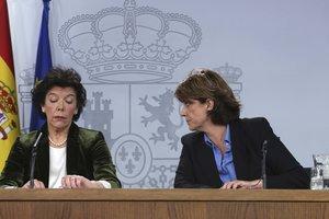Rueda de prensa posterior al Consejo de Ministros, con Isabel Celaa (izquierda) y Dolores Delgado.