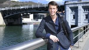 El abogado y escritor Alfonso del Río, el pasado martes en la ría de Bilbao.