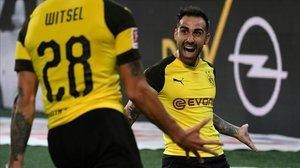 Alcácer celebra el gol antes de la llegada de Witsel, que le dio la asistencia.