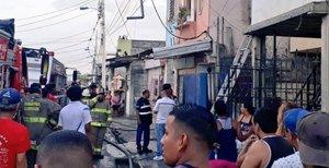 Incendio en una clínica de Guayaquil le cuesta la vida a 18 personas