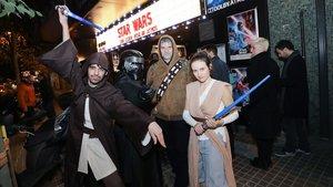 Asistentes al estreno de 'El ascenso de Skywalker' en el cine Phenomena, el jueves por la noche.