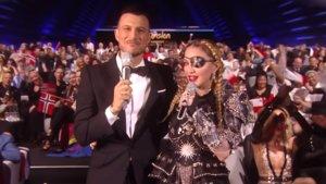 Assi Azar, presentador de Eurovisión 2019, junto a Madonna en la green room.