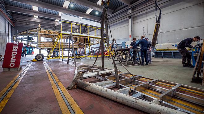 El avión del Tibidabo pasa por el taller