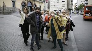 Jordi Évole, junto a las 14 abuelas de 'Bienvenidas al norte, bienvenidas al sur' (La Sexta).