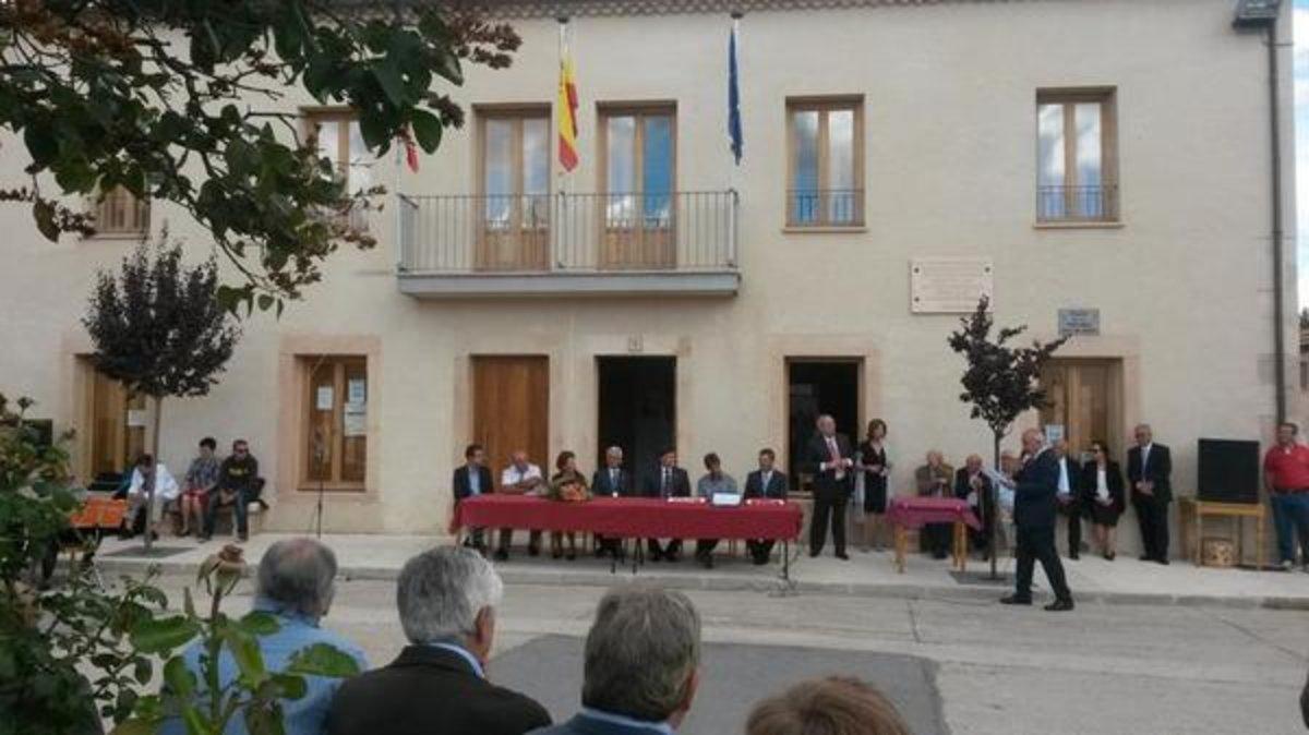 Acto de homenaje a Ricardo Díaz por sus 50 años al frente delAyuntamiento de Castillejo DeMesleón.