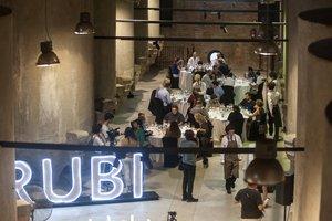 Cata de vinos en el Celler de Rubí.