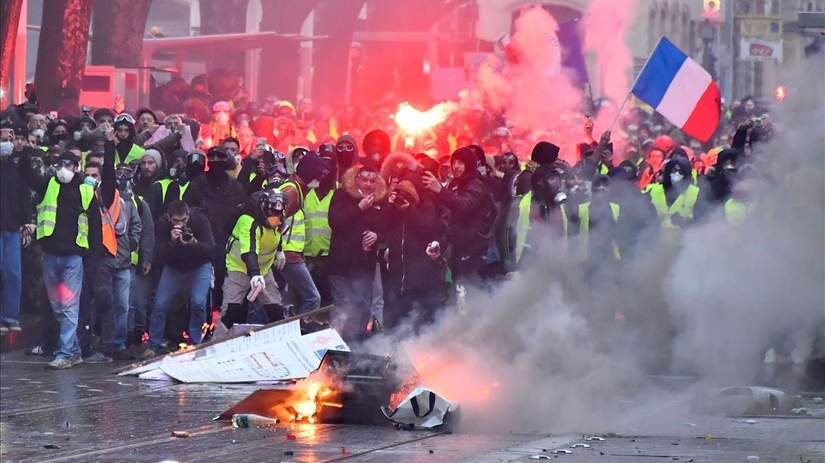 'Chalecos amarillos' en la manifestación del sábado 15 de diciembre en Burdeos.