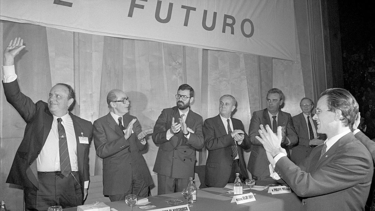 Clausura del congreso de AP de 1987, con el lema 'El futuro'.