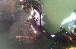 Maleta encontrada la semana pasada en el fondo marino de las playas de Barcelona.