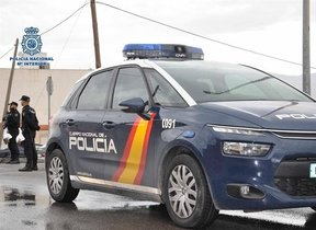 03/07/2018 Coche policía nacional