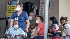 Colas para acceder a uno de los hospitales de Hollywood.