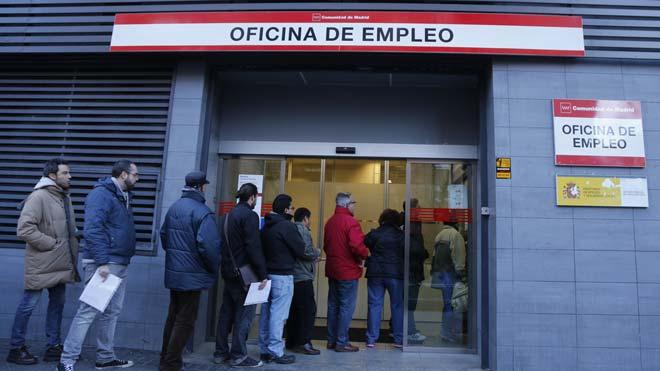 La contratación indefinida entre licenciados cuadruplica la de no titulados.