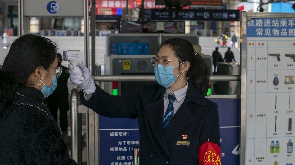 Control para detectar el contagio de coronavirus en la ciudad china de Nanning, este martes.