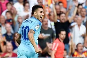 Correa celebra su gol en Mestalla ante el Valencia.